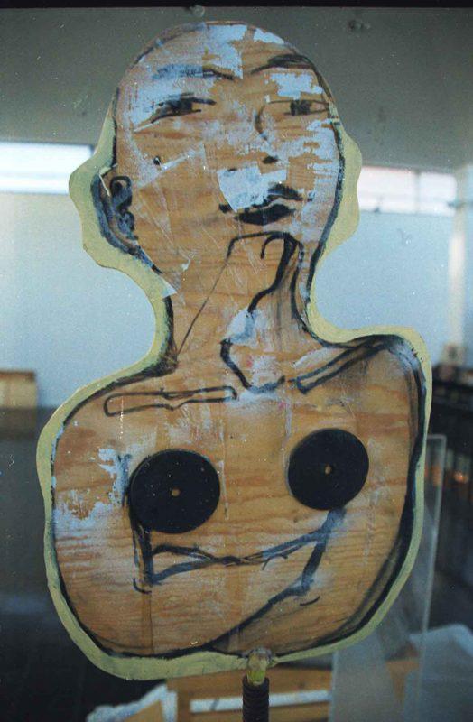 Astrid Göransson ( f. 1956) Väktaren, 1991, Träskulptur på järnstativ